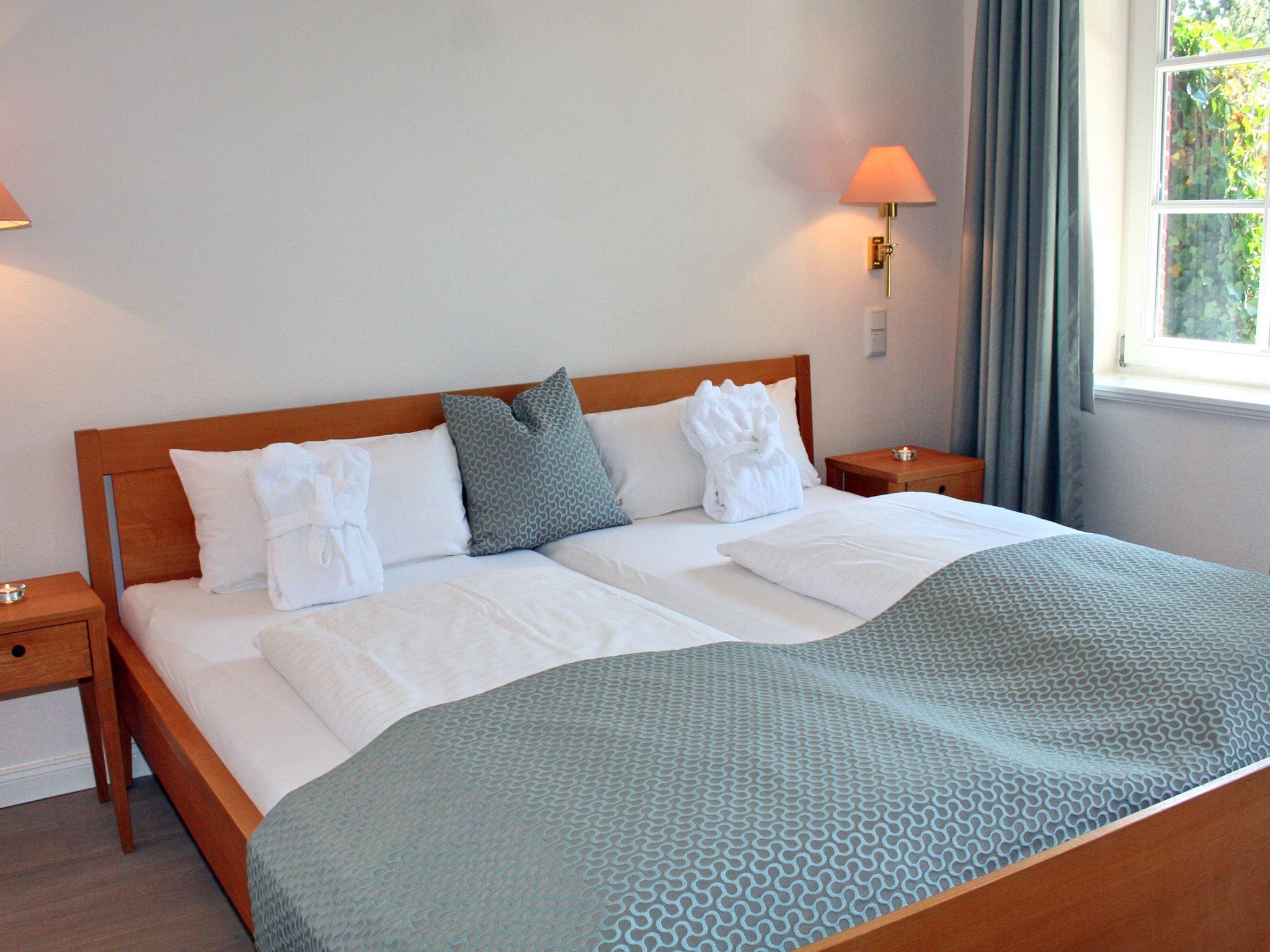 exklusive, strandnahe Ferienwohnung mit 5 DTV Sternen und Sauna - Schlafzimmer 1
