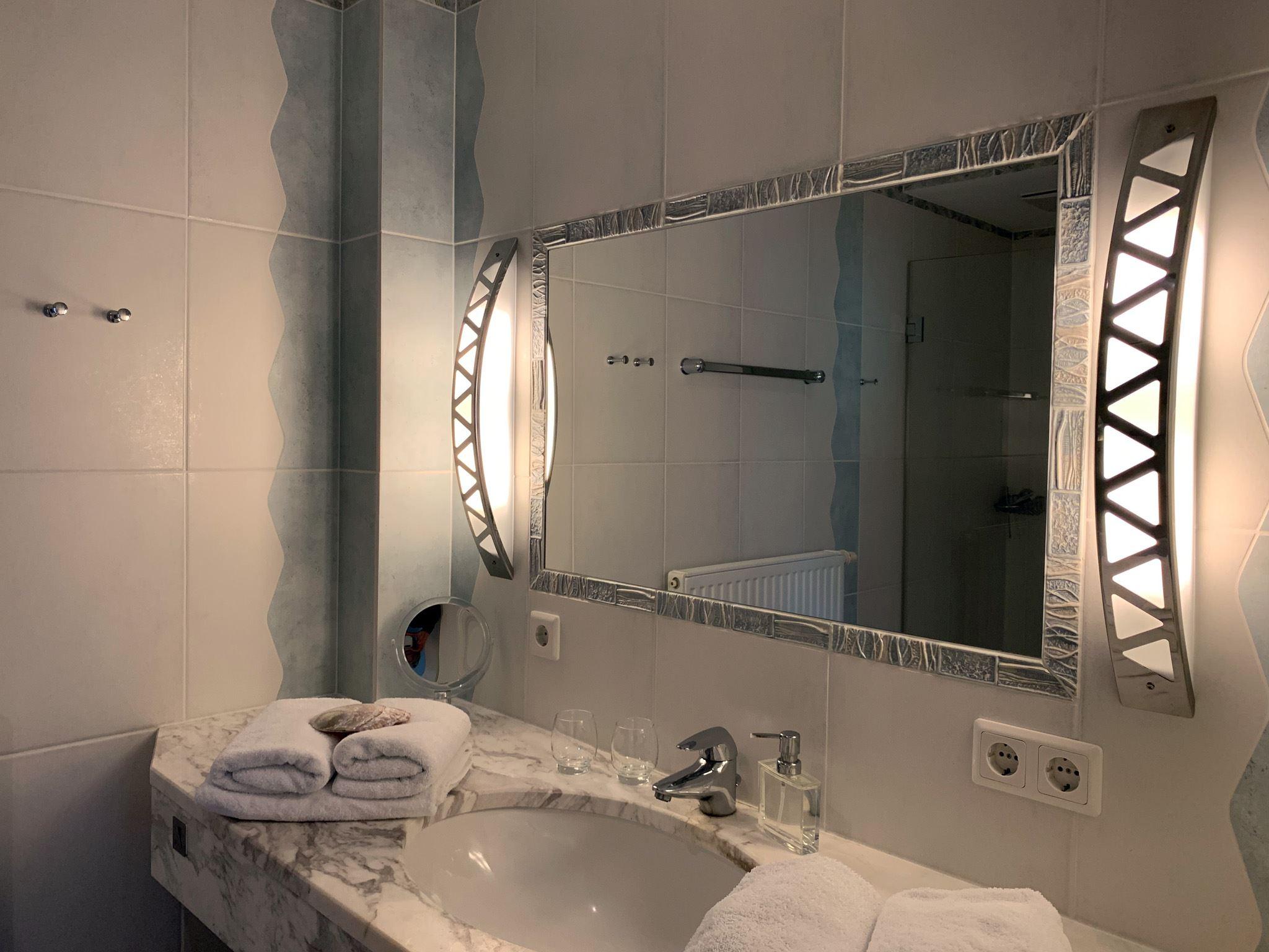exklusive, strandnahe Ferienwohnung mit 5 DTV Sternen und Sauna - Duschbad 2
