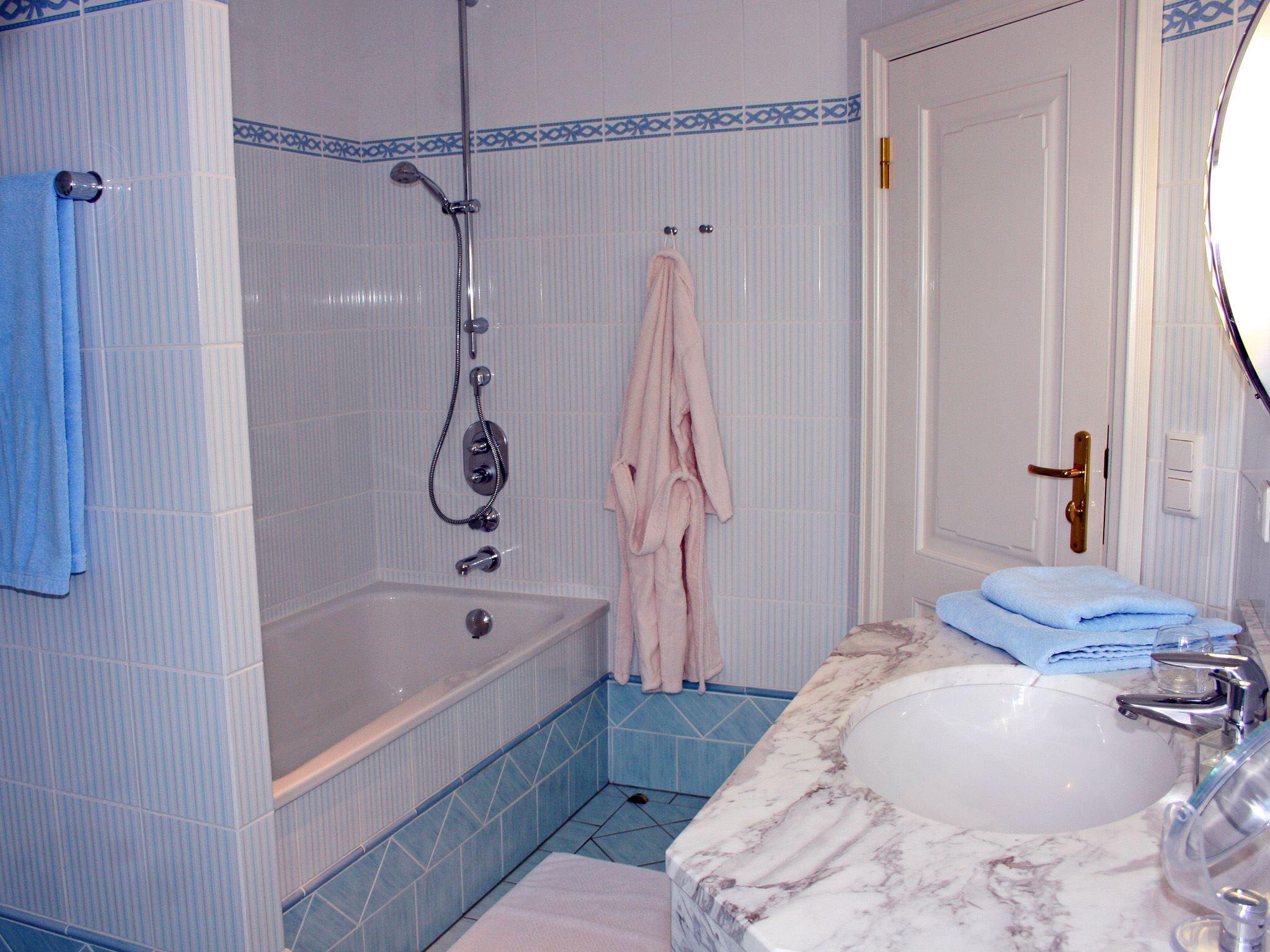 exklusive, strandnahe Ferienwohnung mit 5 DTV Sternen und Sauna/Fittnessraum,Kinderspielplatz Nr. 6a - Wannenbad