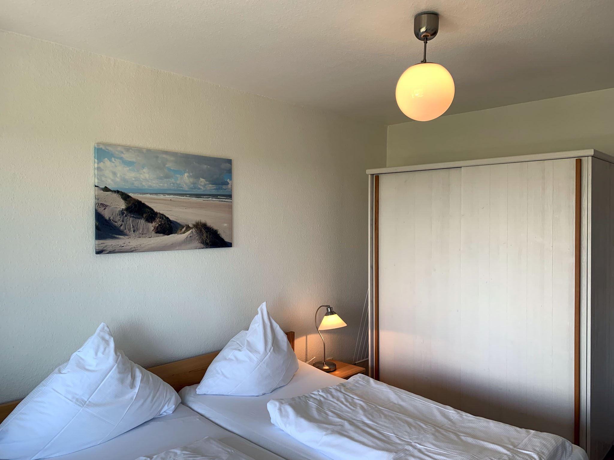 St. Peter-Ording Strandnähe: helle, freundliche Ferienwohnung im Obergeschoss mit  Südloggia für 2-3 Personen, ruhig und strandnah Luna III Nr. 23